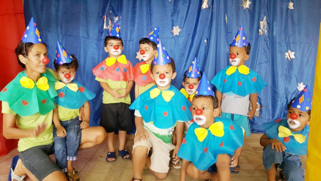 Populares Escolas Municipais comemoram Dia do Circo com muitas brincadeiras  OG14