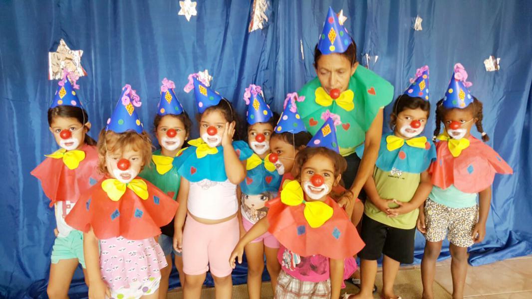 Escolas Municipais Comemoram Dia Do Circo Com Muitas Brincadeiras E